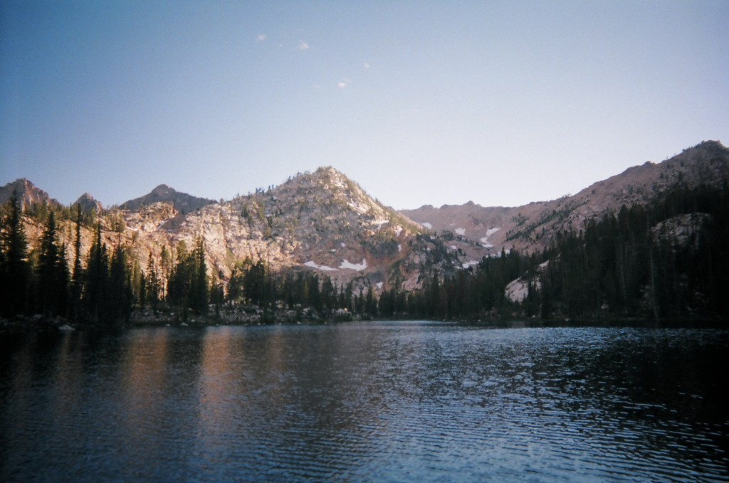 The Crosscountry Route to Upper Redfish Lakes starts at Alpine Lake.