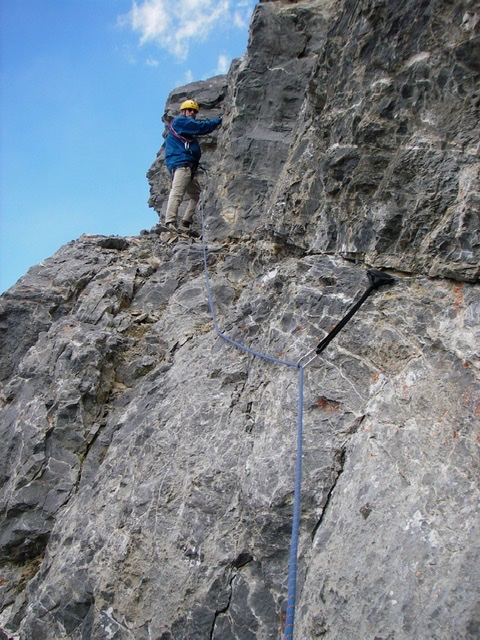 This photo shows the crack for placing protection above whitish traverse. Hamke/Steciak Photo