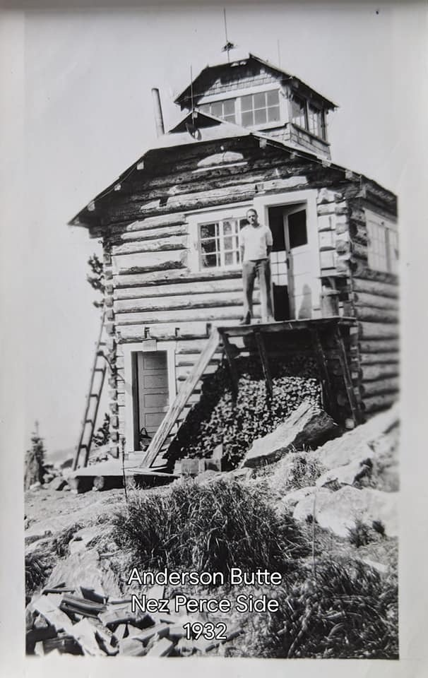 Log lookout cabin with cupola, 1932. Leonard York Collection Photo Courtesy of the Nez Perce National Forest