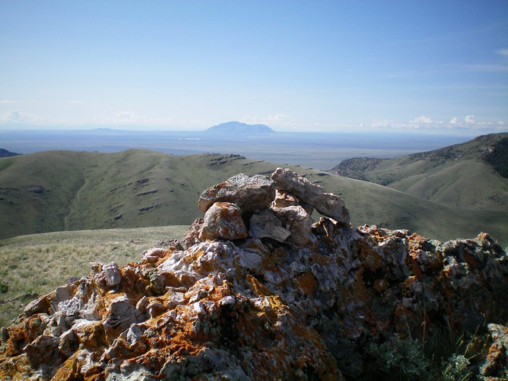 The summit cairn atop Peak 7194, looking south. Livingston Douglas Photo