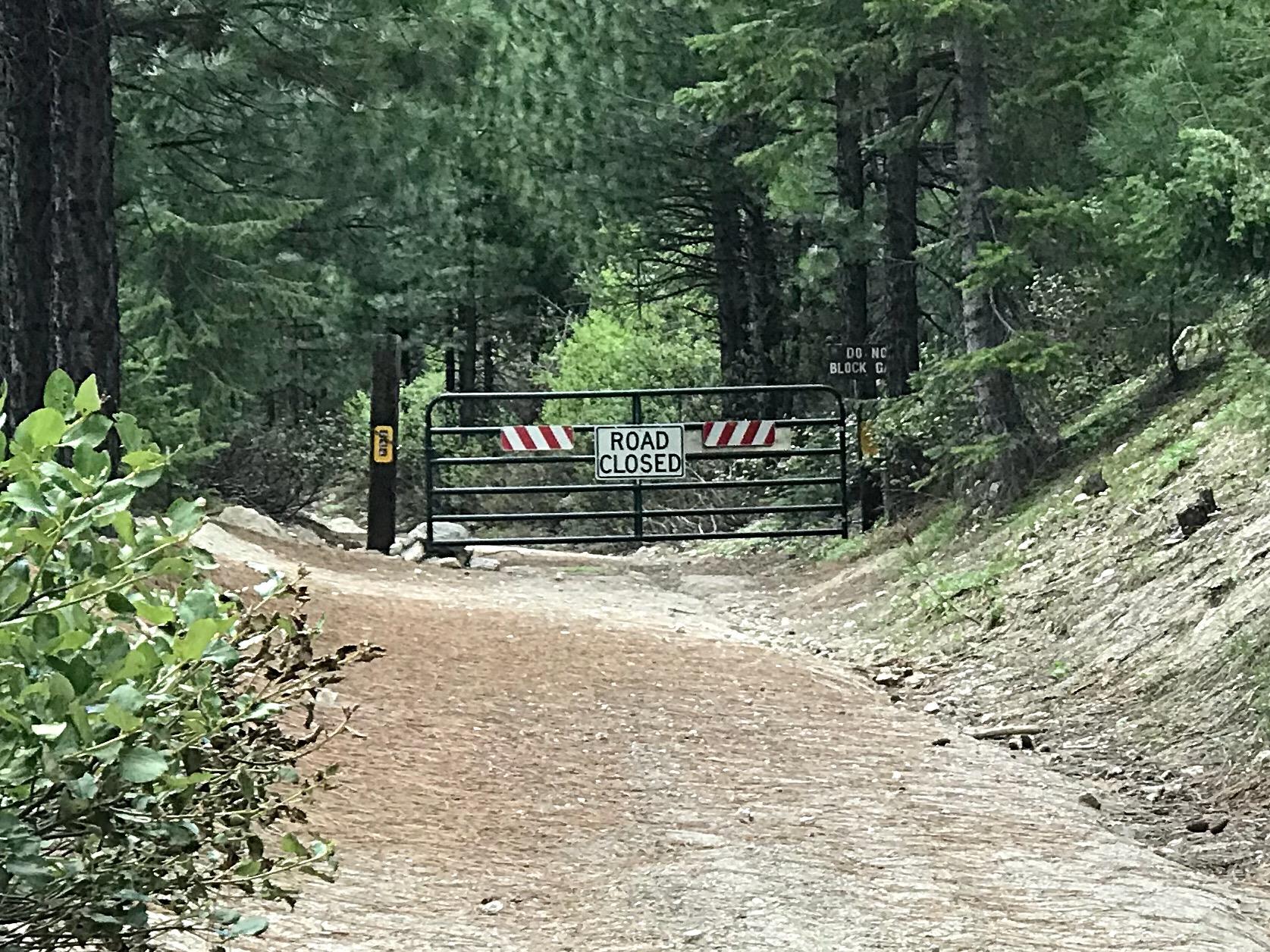 The gate closing FS-678B.