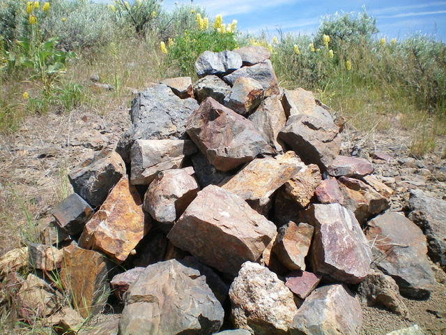 The large summit cairn located just below the high point on Bellevue Benchmark. Livingston Douglas Photo
