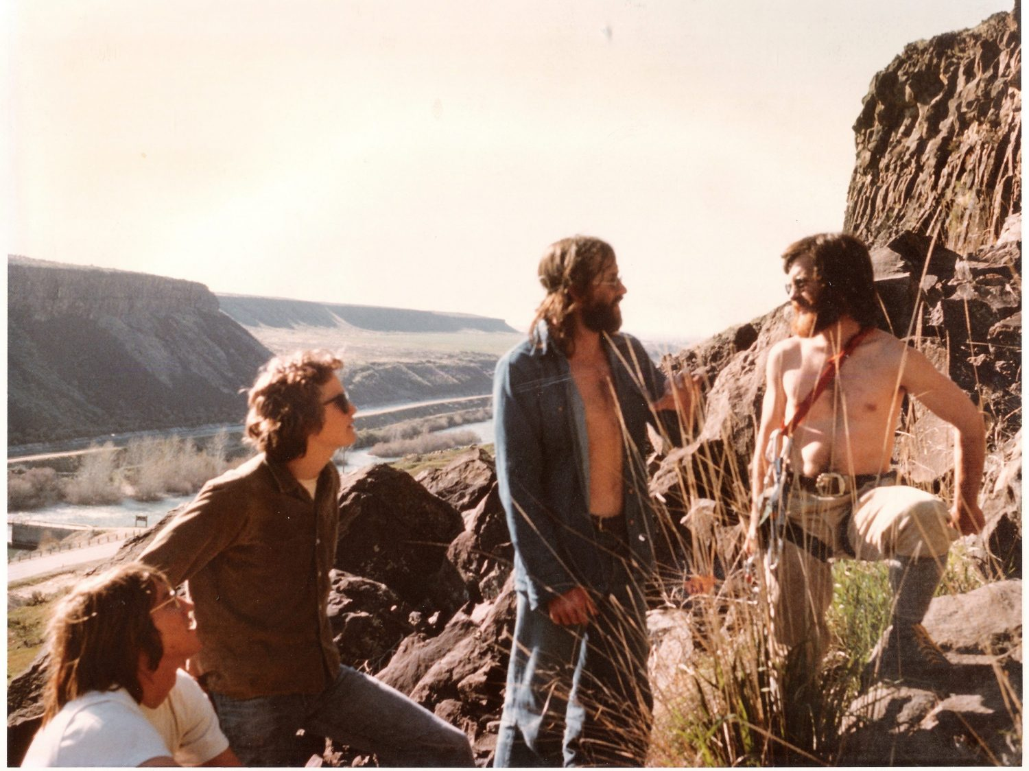 1975 Doug Scott at the Black Cliffs. Left to right Bob Boyles, Bob Henry, Doug Scott, and myself. Lou Florence photo.