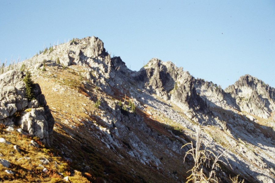 The Fenn Mountain Route climbs this ridge from Jesse Pass.