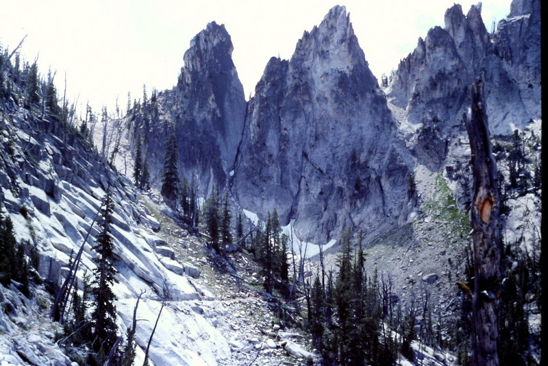 Fishfin Ridge viewed from the switchbacks leading to Birdbill Lake.