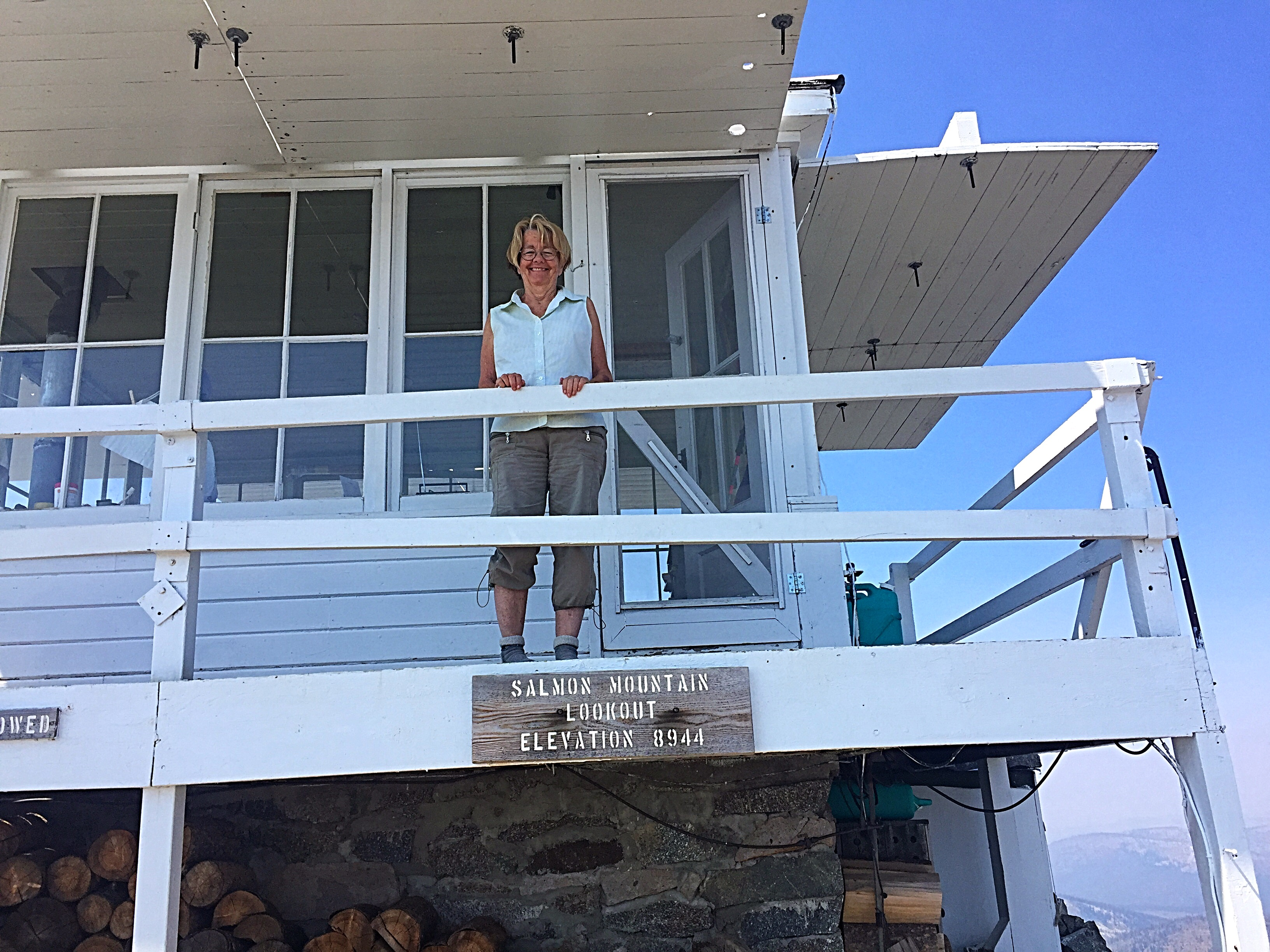 The lookout is manned by a team of volunteers. Susan was the volunteer on duty when I arrived. She has tak en turns on the mountain since 1985.