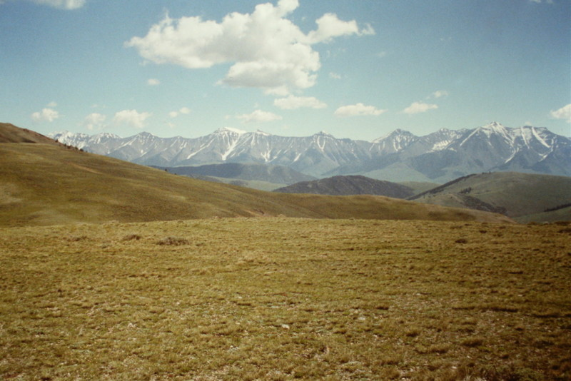 Looking south from near the summit to the higher Boulder Peaks.