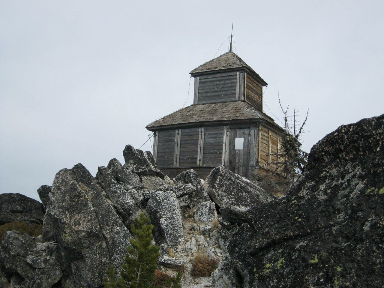 The old Grave Peak lookout, built in the 1920's. Dan Saxton Photo