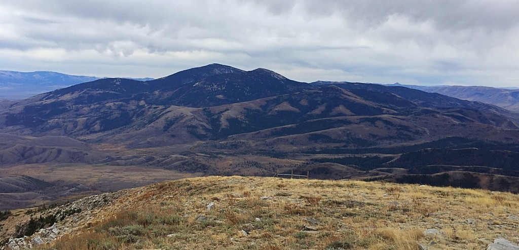 The view south along the Albion Range crest to Cache Peak.